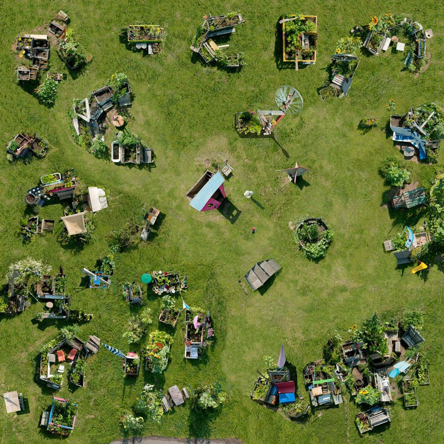 katharina fitz sterreichische fotografie urban gardening berlin tempelhofer freiheit. Black Bedroom Furniture Sets. Home Design Ideas